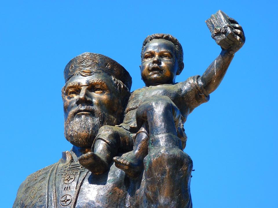 В городе Мира есть памятник святому Николаю