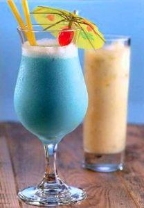 Напиток с экзотическим синим оттенком