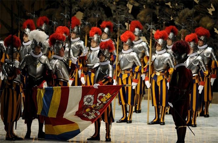 Форма, Ватика, Папа Римский, Защитники