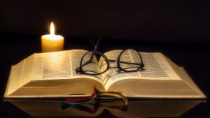 книга,свеча,гадания