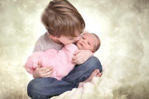 брат и малышка сестра