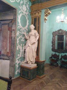 Зал в Олеськом замке