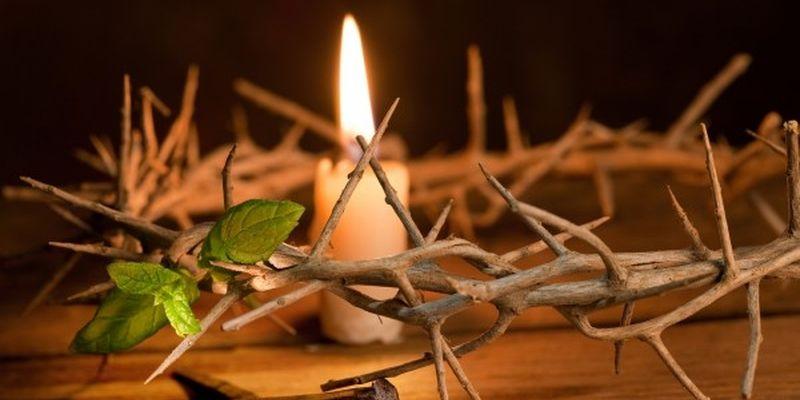 терновый венок и свеча