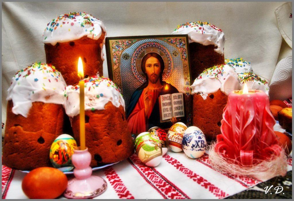 яйца крашеные, куличи, свечи