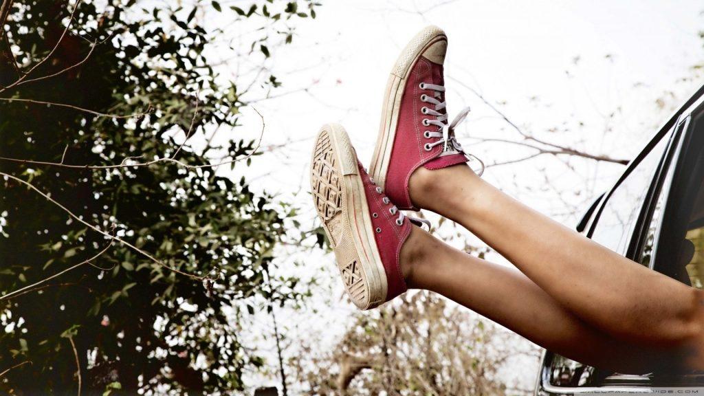 женские ноги в кедах