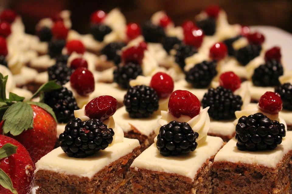 пирожные с ягодой