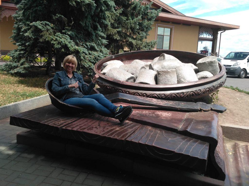 Памятник галушке на Ивановой горе