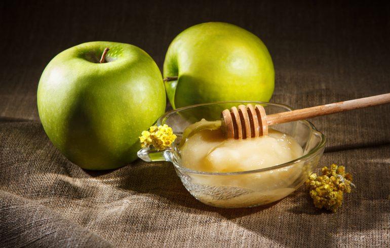 зеленое яблоко и мед