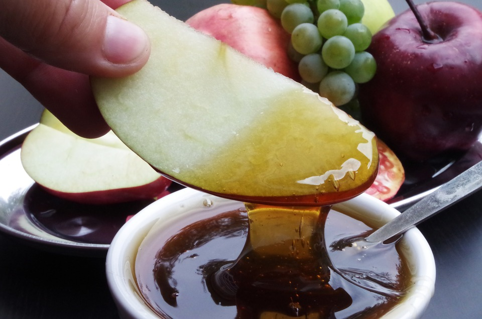 вкусный мед с фруктами