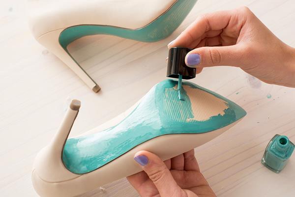 красить туфли лаком