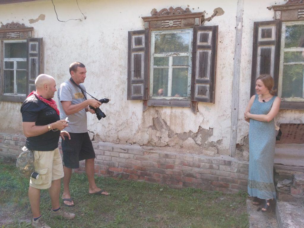 Актриса Юлия Врублевская на месте съемок