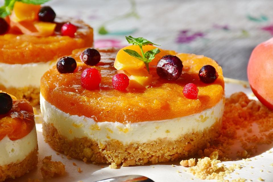 торт фруктовый