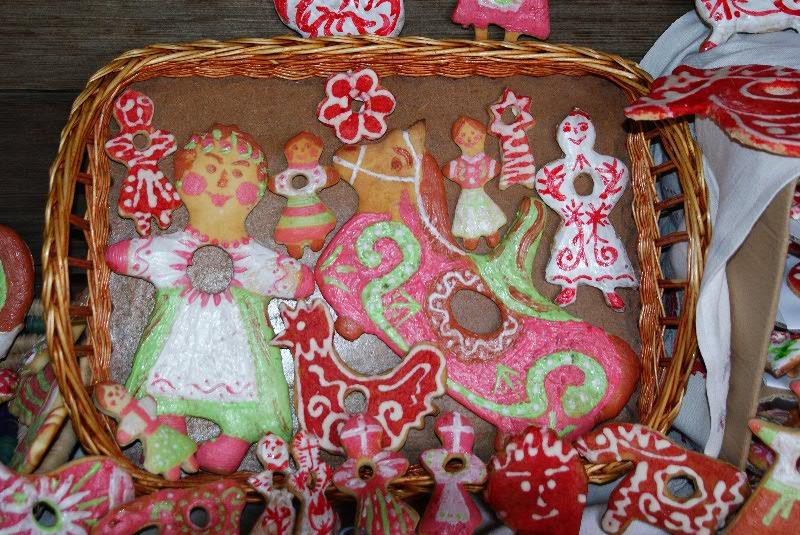 фигурки в виде медового печенья