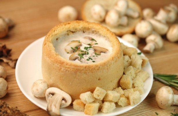 суп в хлебе с грибами