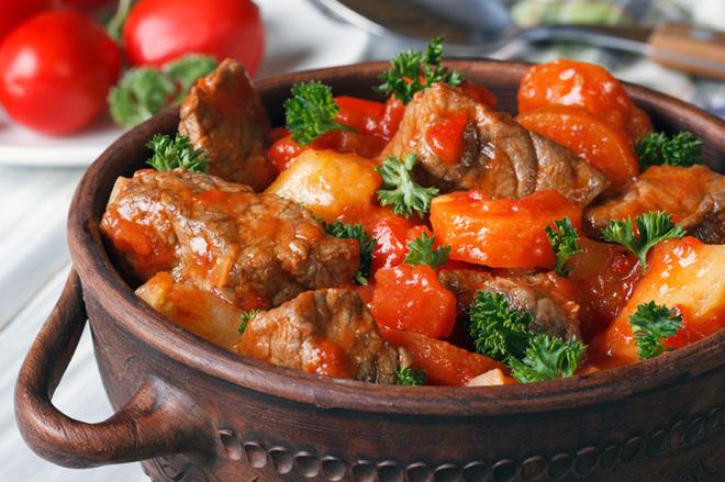 мясо запеченное в горшочке