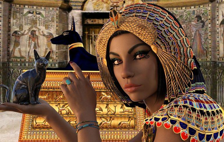 египтянка с браслетом и котами