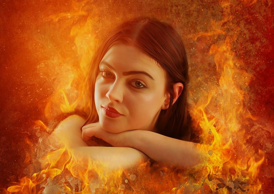 женщина среди огня
