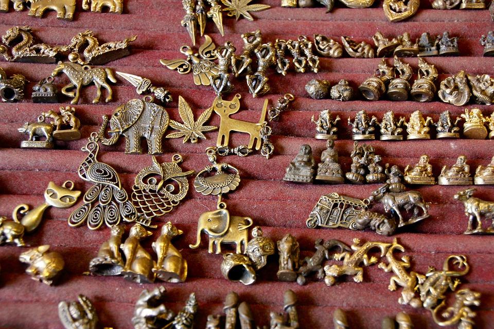 ювелирные украшения в виде фигурок