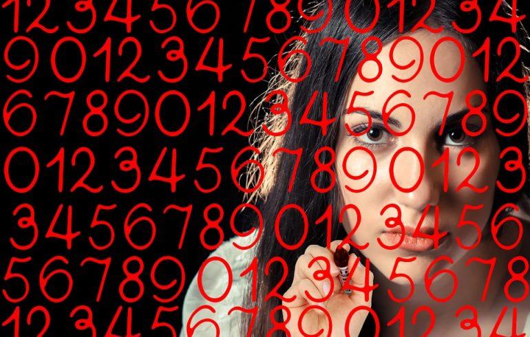 цифры и женское лицо