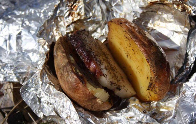 печеная картошка с салом