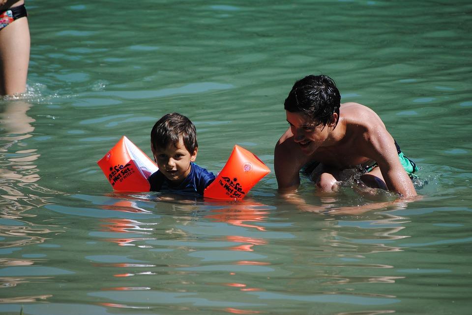 ребенок не умеет плавать
