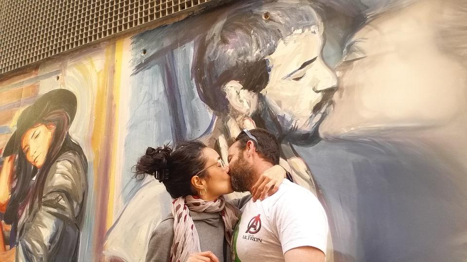 в день поцелуя нужно целоваться