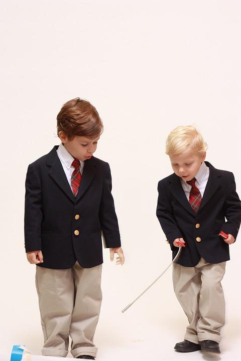 мальчики в школьной форме