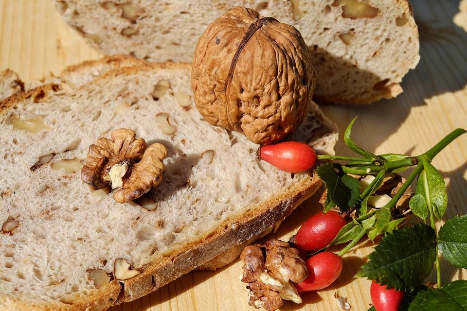 в августе пекут хлеб с орехами