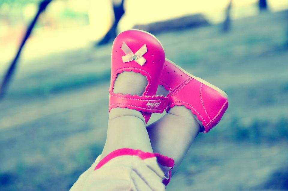 детские ножки в башмачках