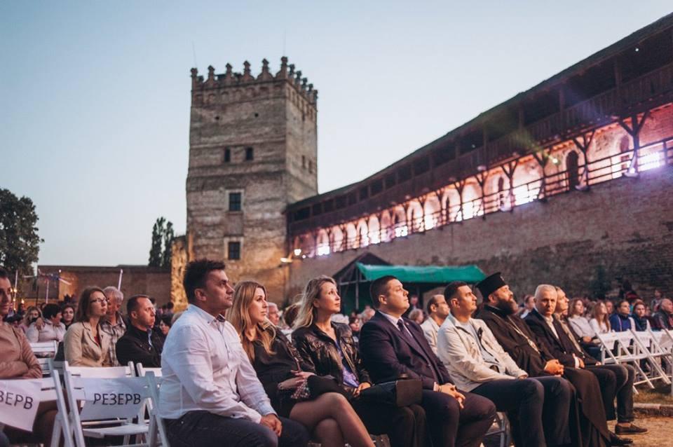 представления на фестивале ночь в Луцком замке
