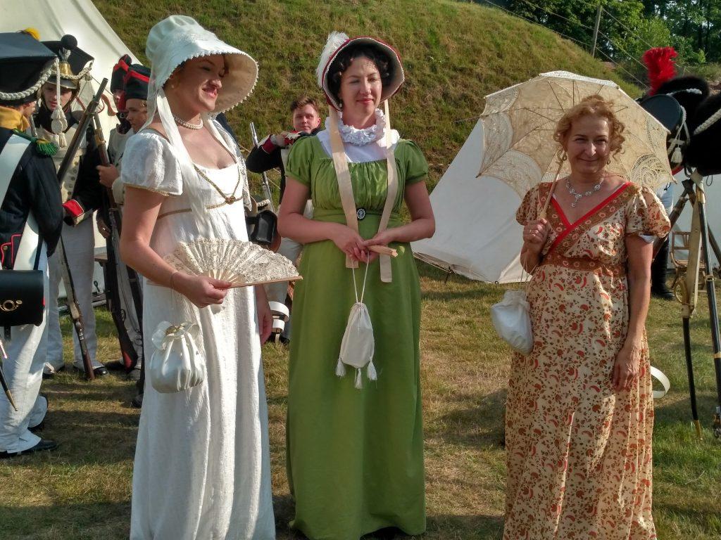 светские дамы на реконструкции битвы в Нысе