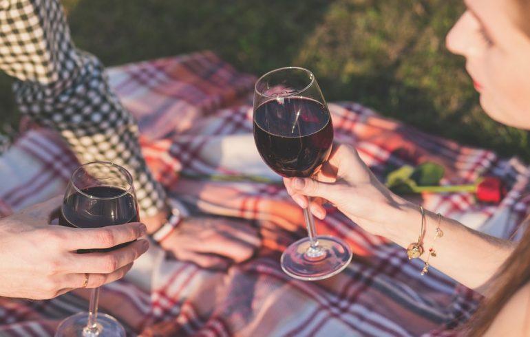 Почему нужно пить вино и как правильно это делать