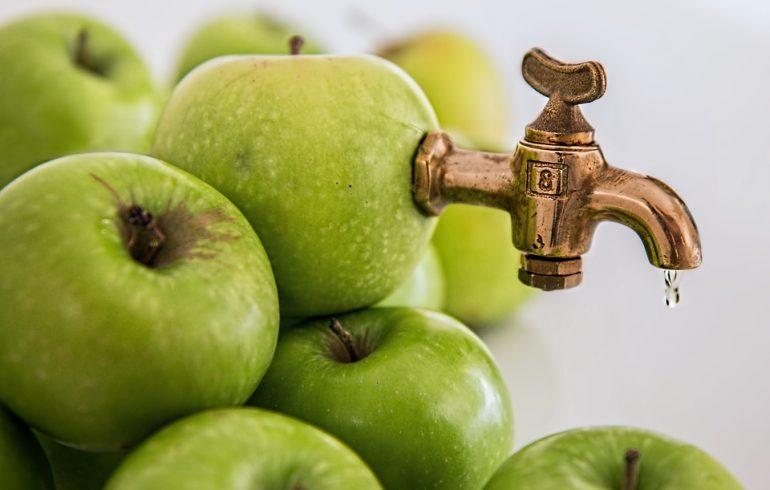 Простуду вылечат яблочные коктейли