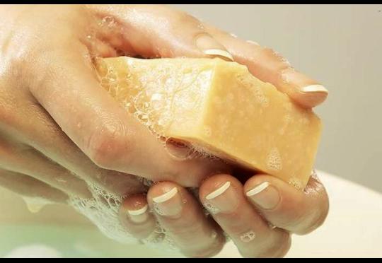 мыть руки хозяйственным мылом