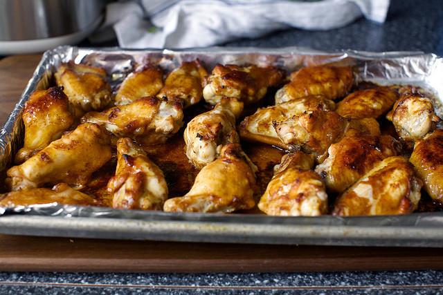 Куриные крылышки , запеченные в духовке