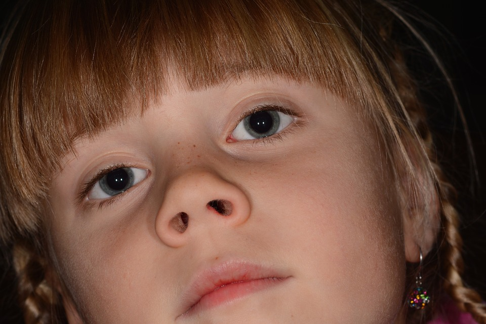 девочка со вздернутым носиком