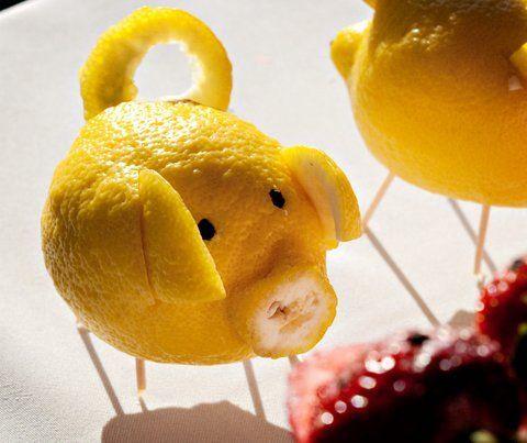 свинка вырезанная из лимона