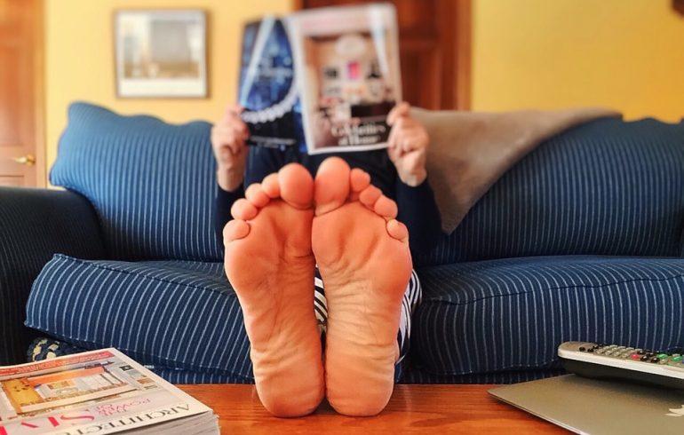 теплый пол,босые ноги