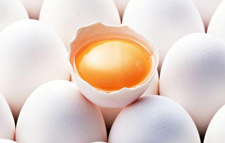 Яичница, приготовлена на растительном масле, вреда не принесет