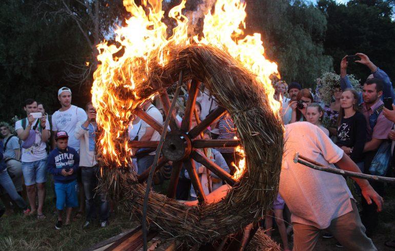 огненное колесо на празднике Ивана Купала
