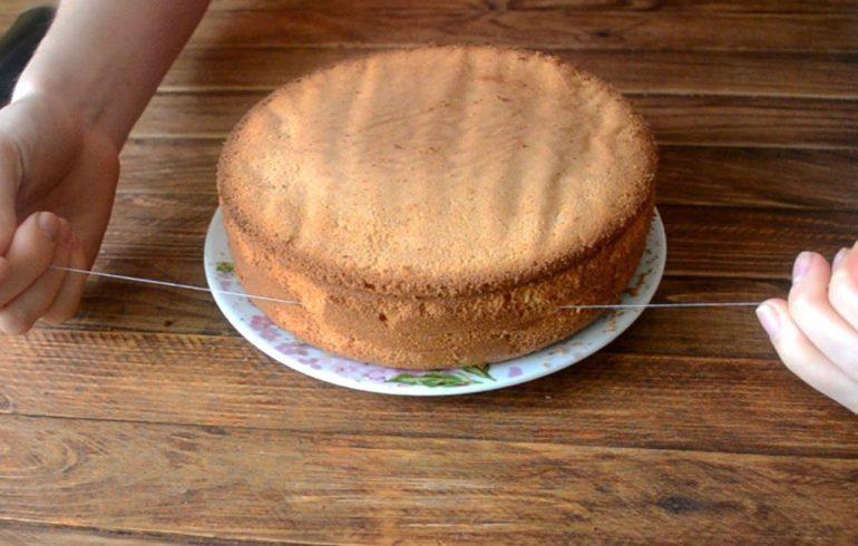 торт разрезают леской