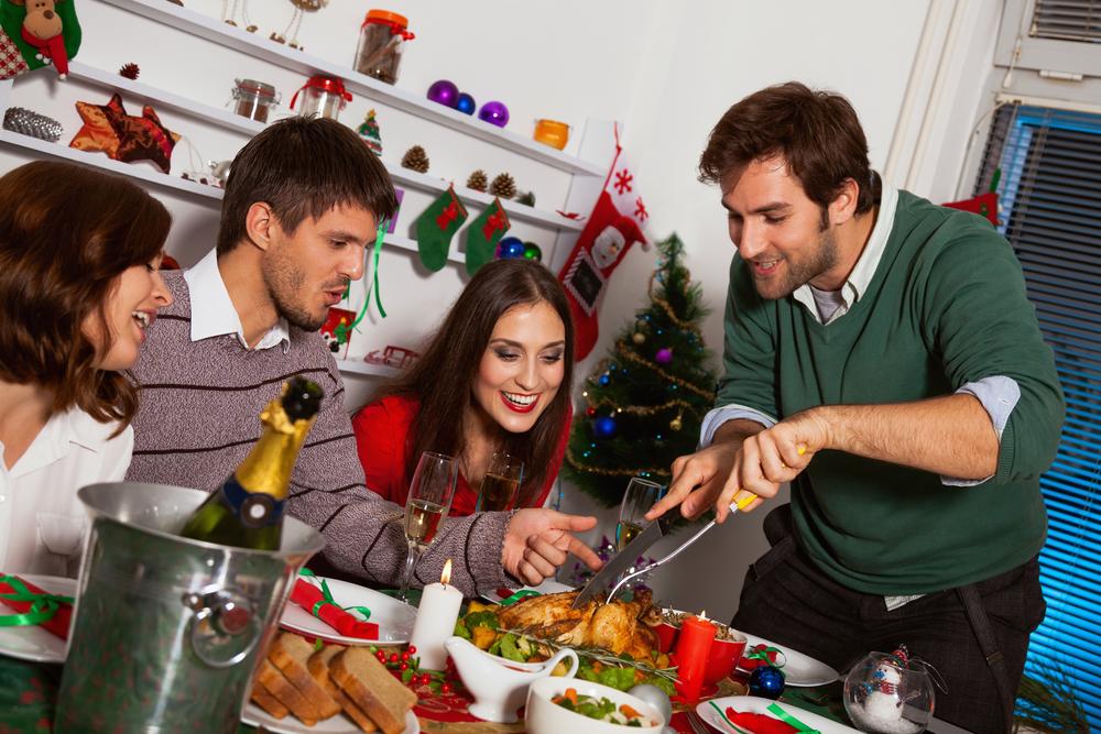 новогодний ужин в компании друзей
