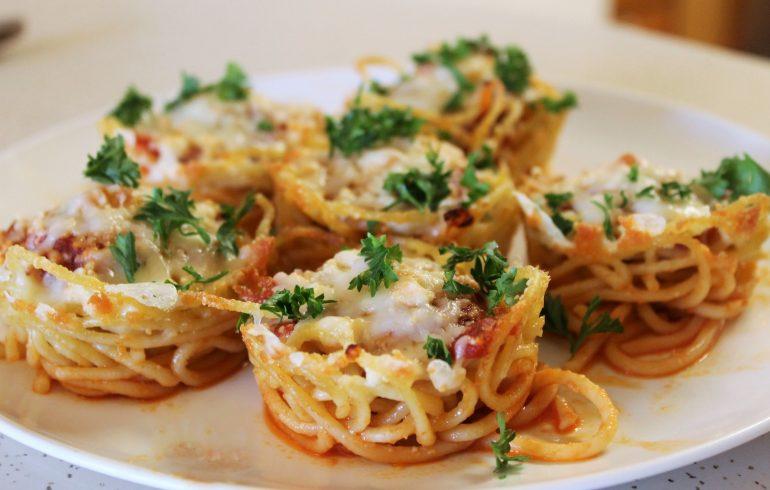 готовим кексы из спагетти