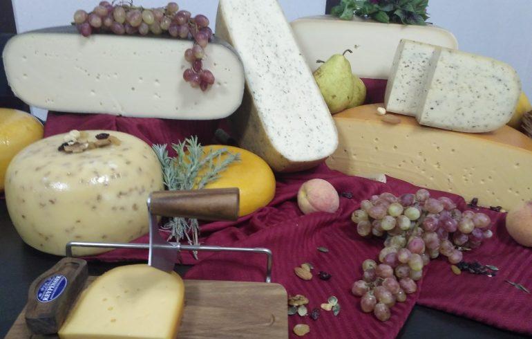 Разный сыр в европейской сыроварне