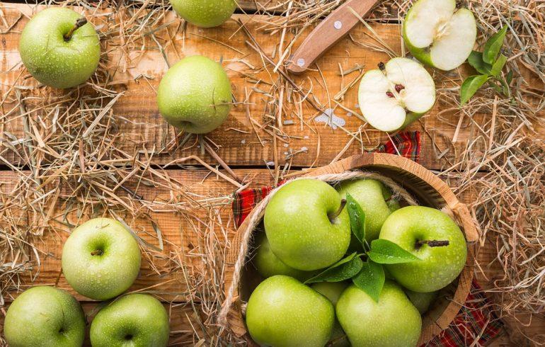 Яблоки избавят от трещин, бородавок и защитят кожу от холода
