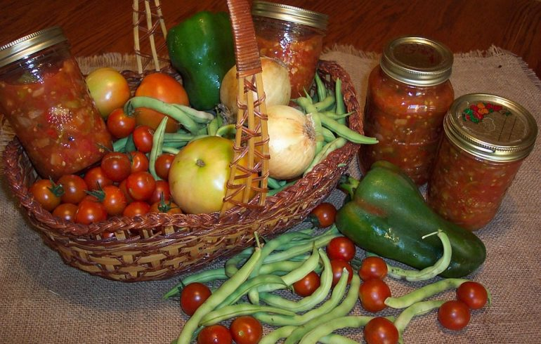 Салат «Фасолька» : универсальная закуска на зиму