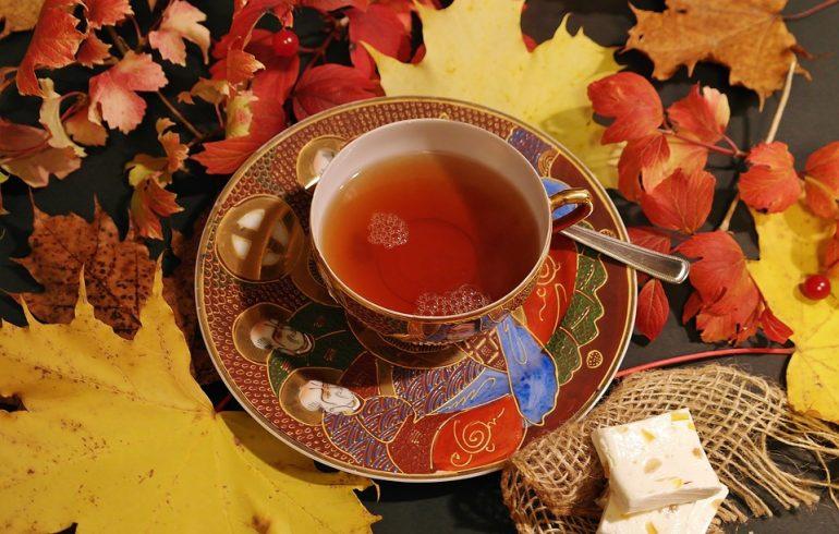 ТОП-6 согревающих и целительных рецептов чая для осени