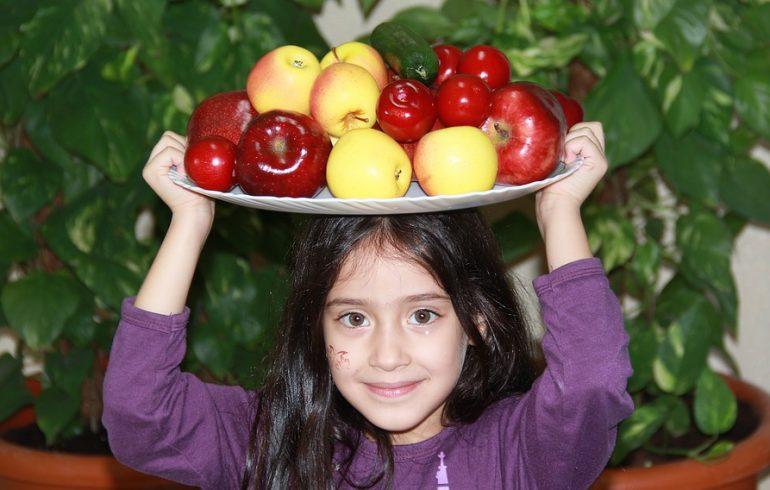 Какие фрукты избавят от диареи, а какие – от запора