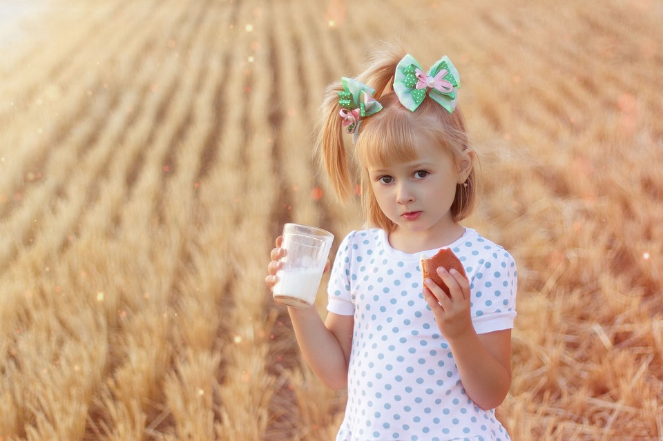молоко полезно пить детям