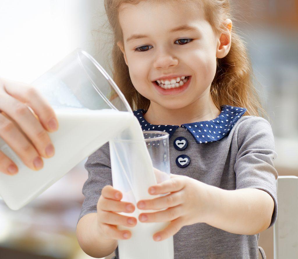 молоко полезно детям